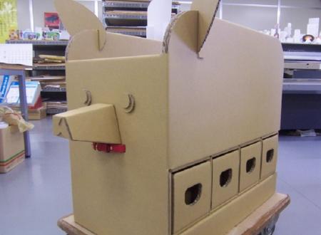 中古文具回収ロボット、犬 (段ボール製)